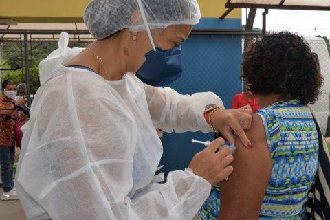 São-gonçalenses serão imunizados em sistema drive-thru