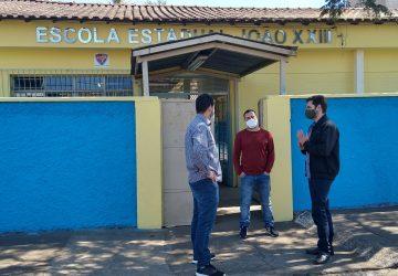 Deputado-Mucida-com-vereador-marquinho-Dornelas-e-o-diretor-da-escola-João-XXIII-Rubens-Brandão-360x250.jpeg